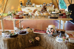 Wedding Cake Table 2